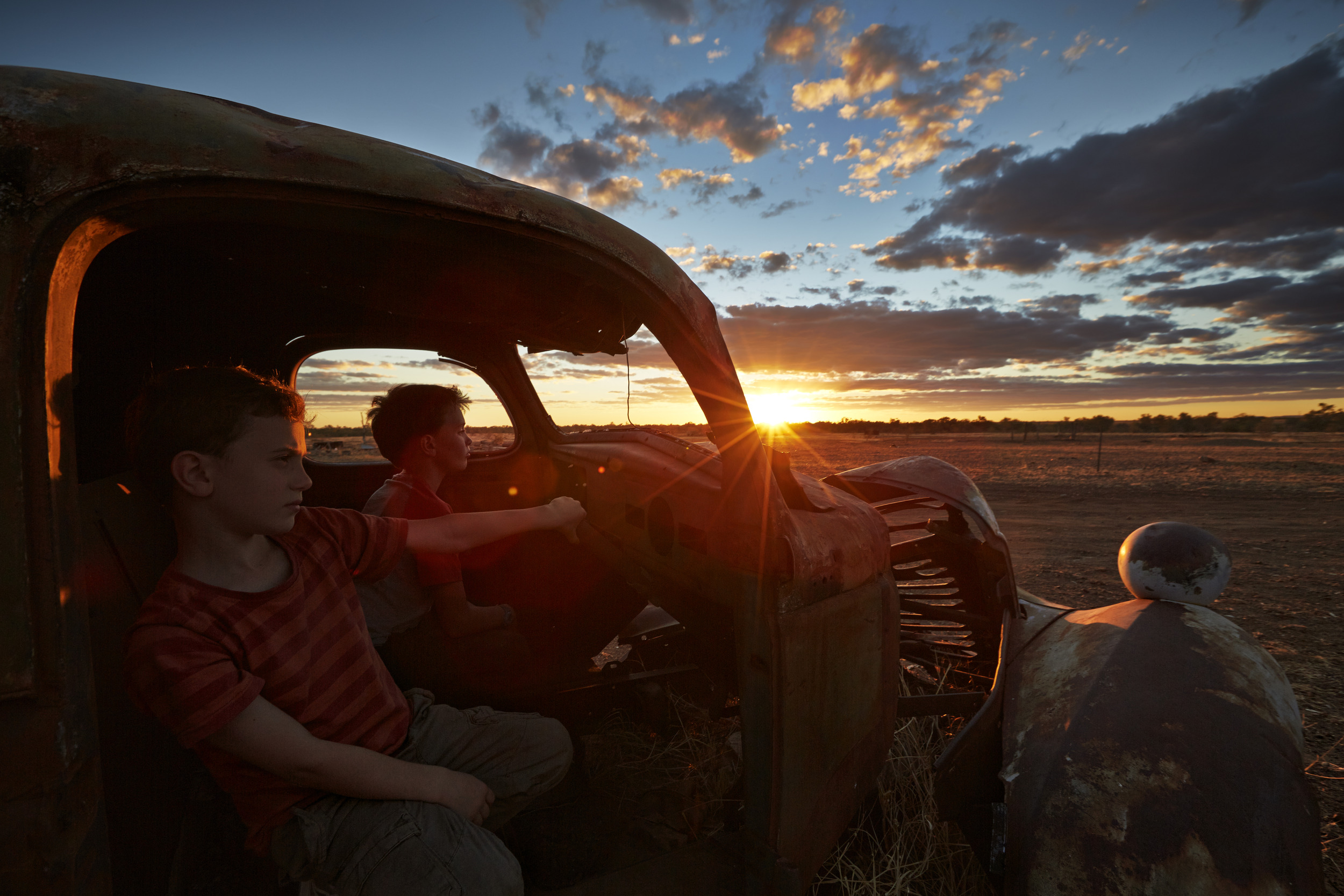 Showing the Arrows of Fire 'extras' the real Aussie outback