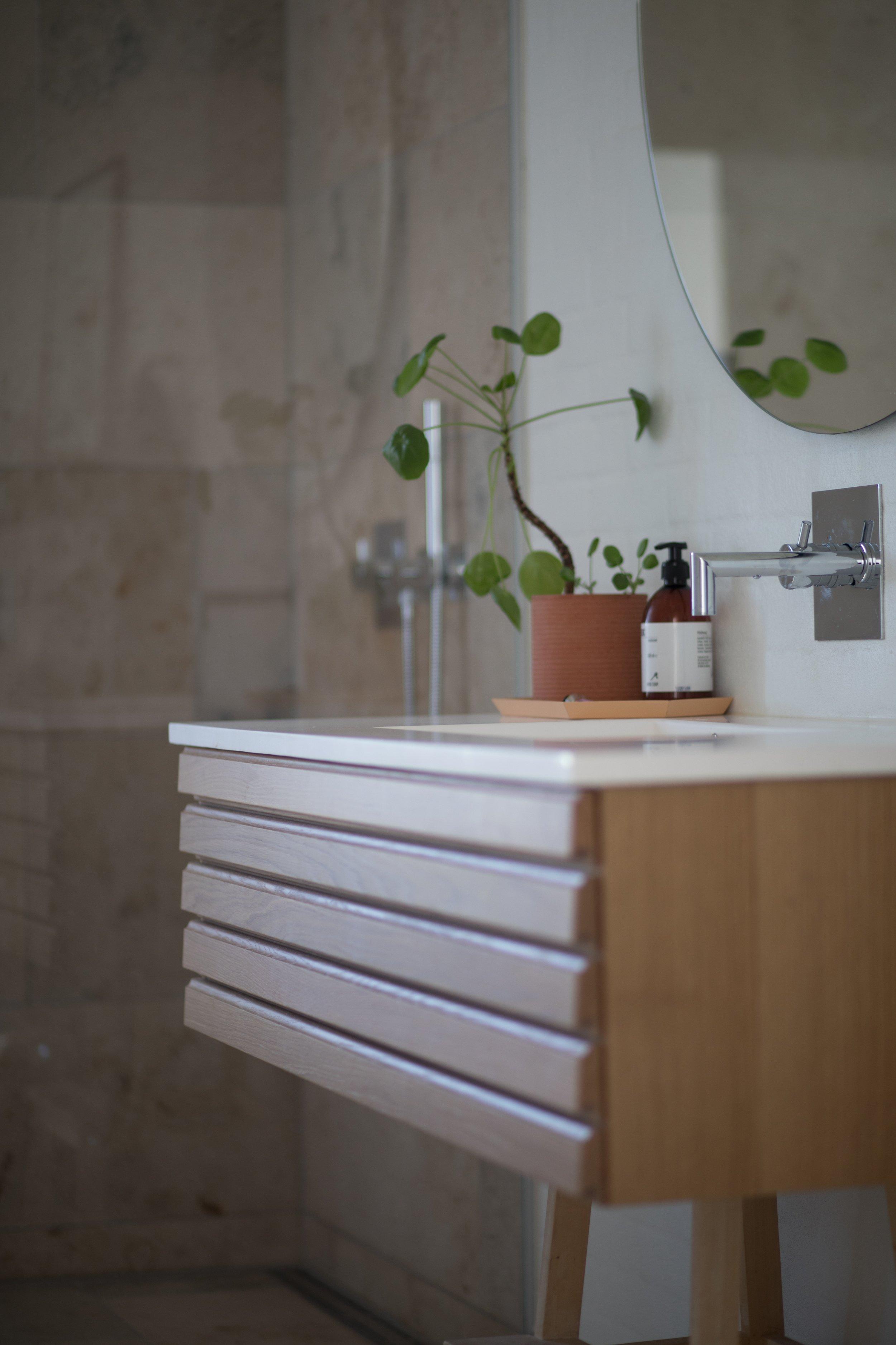 bathroom-contemporary-indoors-1358901.jpg