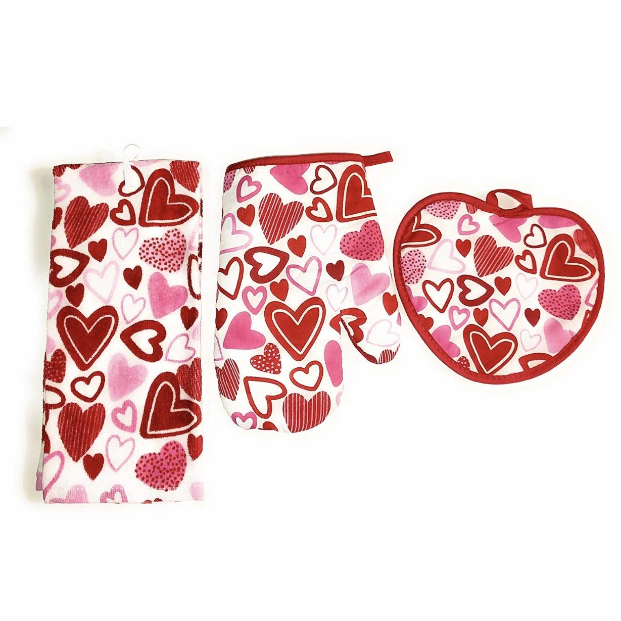Amazon Valentine's Day Oven Mitt Set