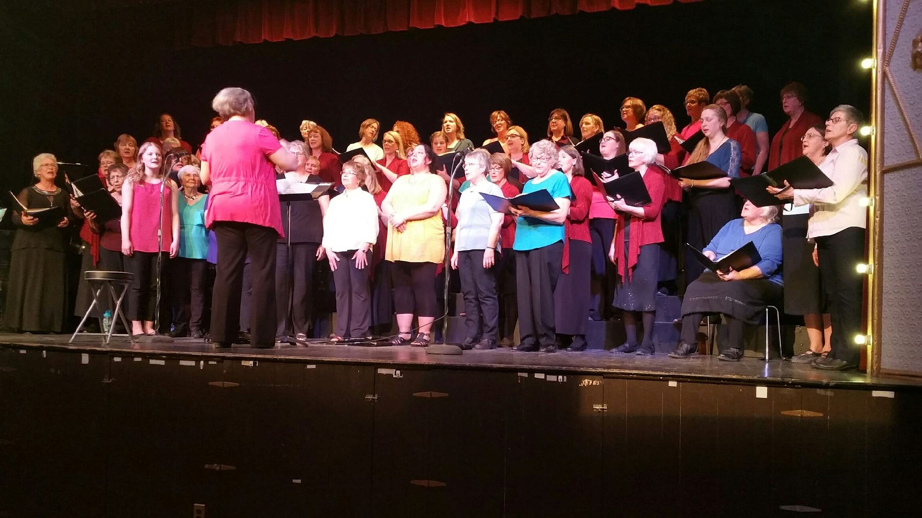 Parkland Women's Choir and Noteable Women being conducted by Lori Suss.