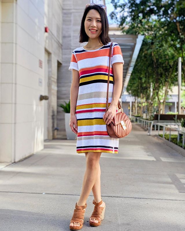 I'm in love with this causal and mom-friendly dress from @aliceandolivia! @chloe #fashion