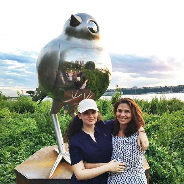 We love celebrating Sheila's beautiful bird sculpture in Hudson River Park and her daughter Nicolaia just published her first book: Trying to Float, Growing up in the Chelsea Hotel - to rave reviews. What a family, we are so proud of you. @wanderer50 @nrips #tryingtofloat #hudsonriverpark #inspiredbynature