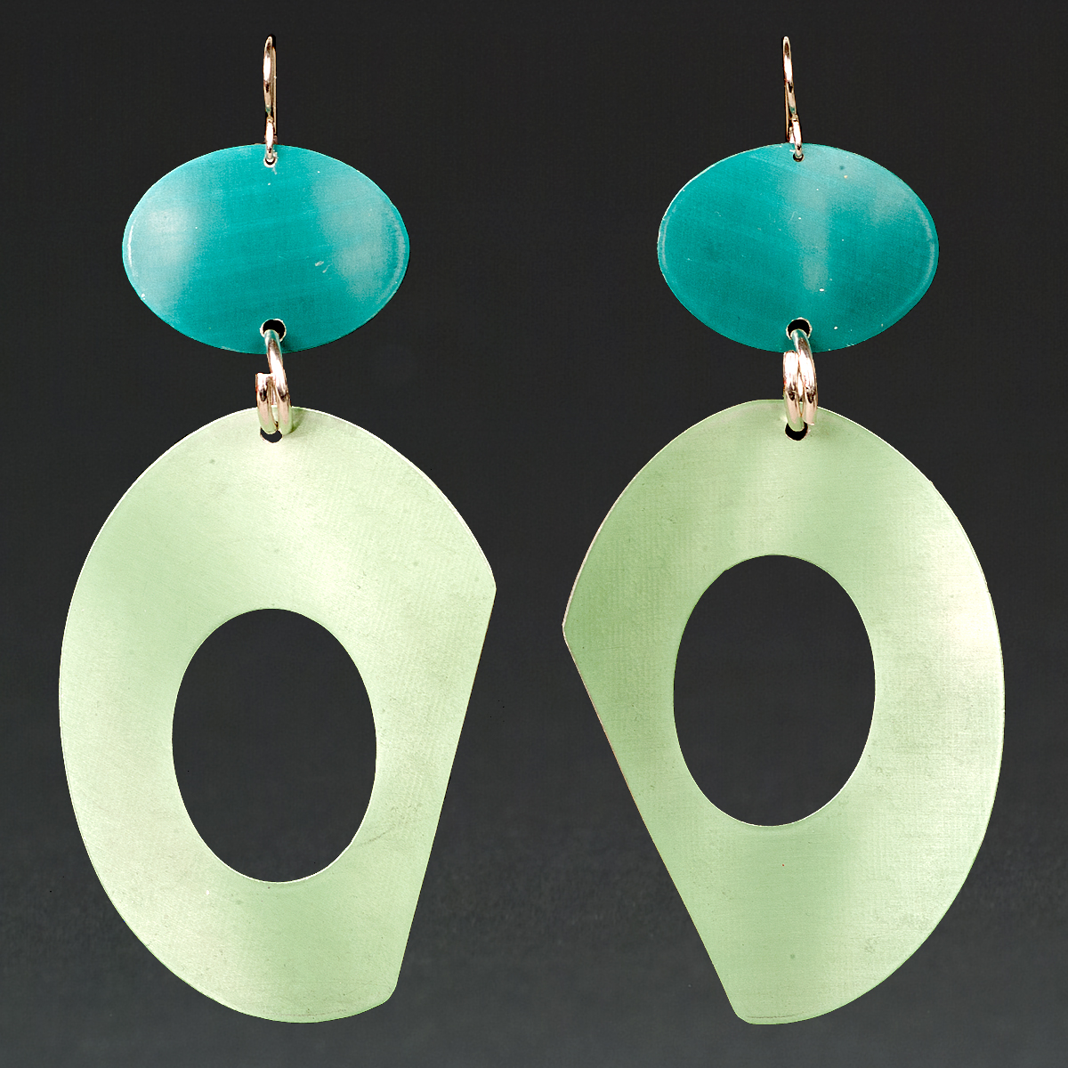 B - Turquoise, Chablis