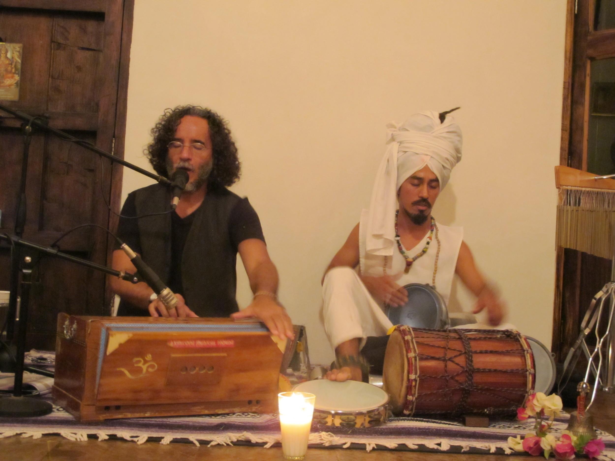 Kirtan with Raoul Diaz