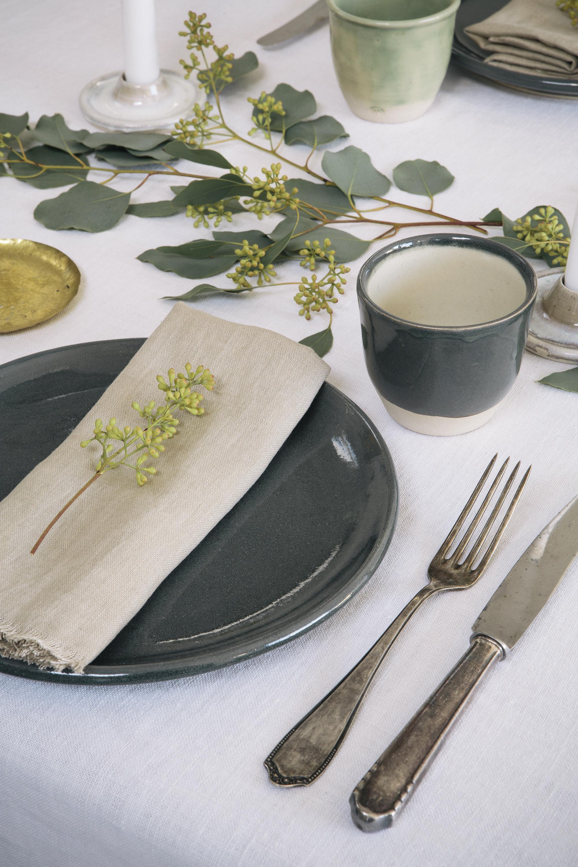 Aerende made in the UK dinner plates and napkins credit www.annaandtam.com.jpg