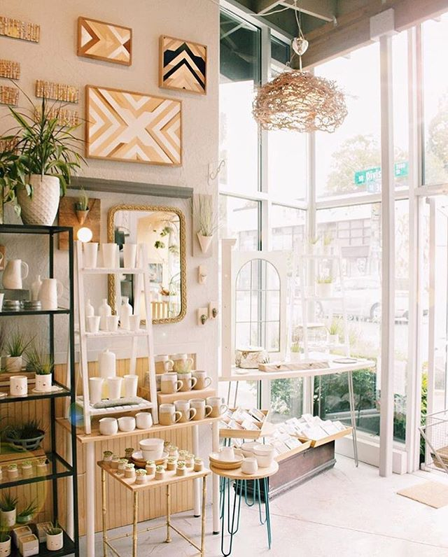 Excited to announce that you will now be able to find my cards & a few of my watercolor floral prints at the lovely @carterandrosepdx on SE Division! Dropping off their order today 💞✨