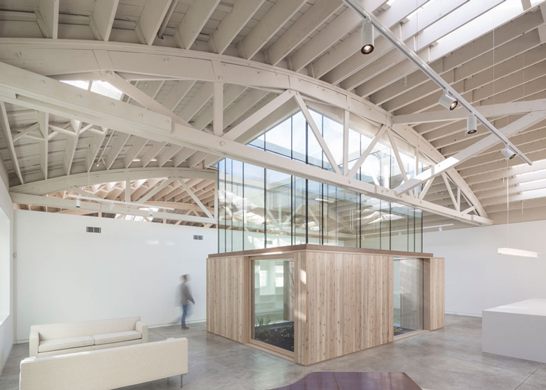 Bowstring-Truss-House-by-Works-Partnership-Architecture_dezeen_ss_1.jpg
