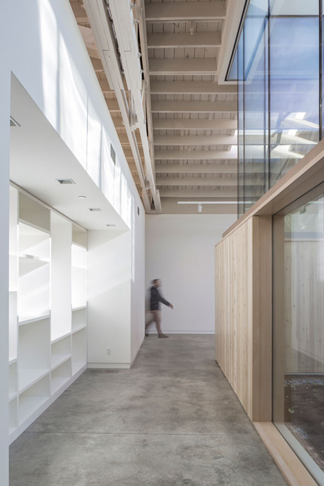 Bowstring-Truss-House-by-Works-Partnership-Architecture_dezeen_4.jpg
