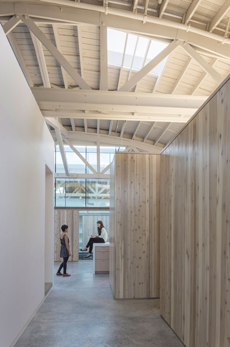 Bowstring-Truss-House-by-Works-Partnership-Architecture_dezeen_8.jpg