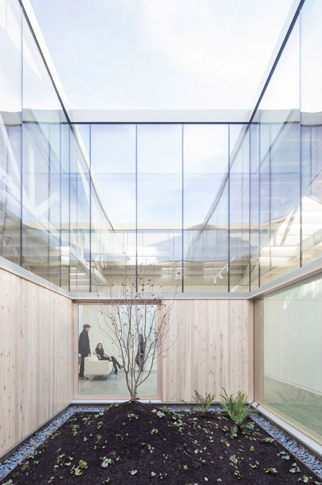 Bowstring-Truss-House-by-Works-Partnership-Architecture_dezeen_31.jpg