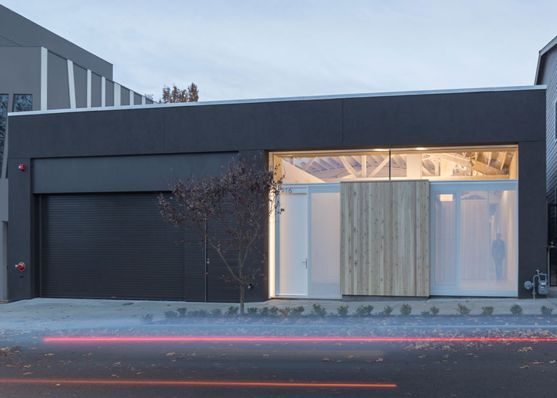 Bowstring-Truss-House-by-Works-Partnership-Architecture_dezeen_ss_12.jpg