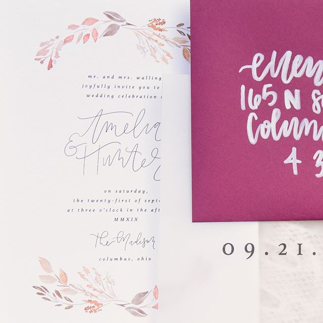 Had so much fun illustrating some fall leaves and florals for this shoot with @jcm_events. ⠀⠀⠀⠀⠀⠀⠀⠀⠀ ⠀⠀⠀⠀⠀⠀⠀⠀⠀ Photo: @emily_brownphotog⠀⠀⠀⠀⠀⠀⠀⠀⠀ Lettering: @tara.creative