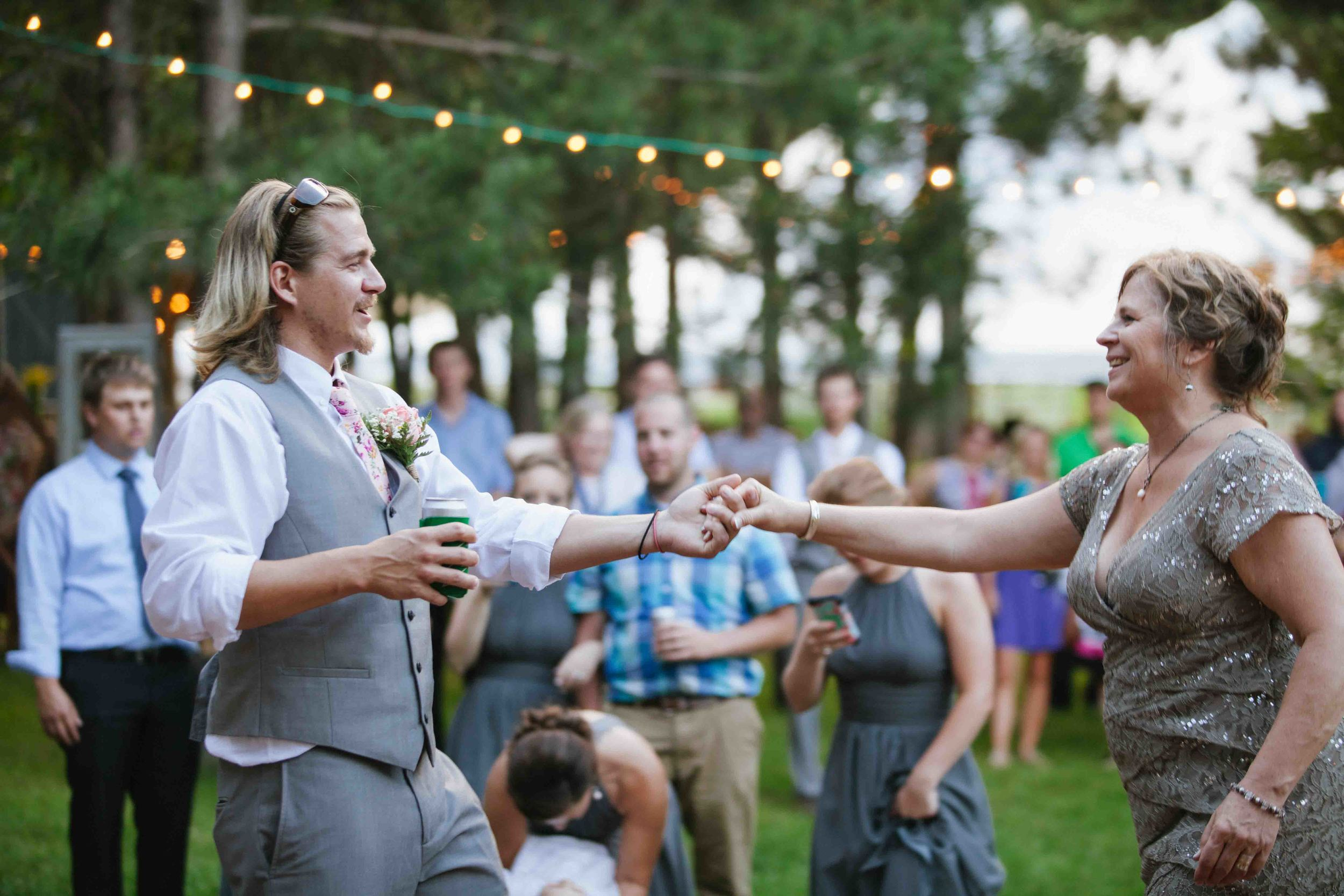 woodsy wisconsin wedding burlap and bells black river falls photography
