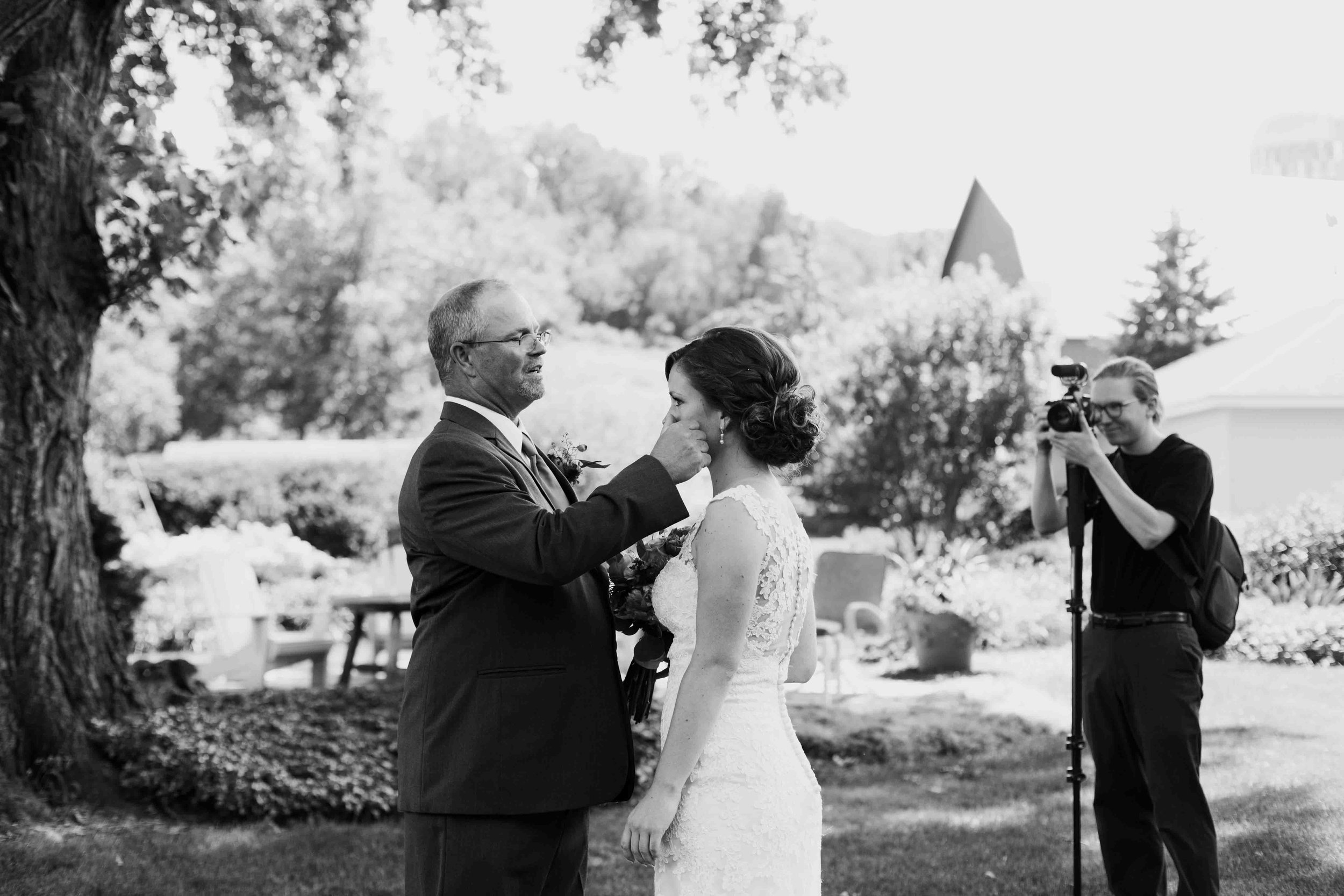 wisconsin wedding photographer father daughter first look