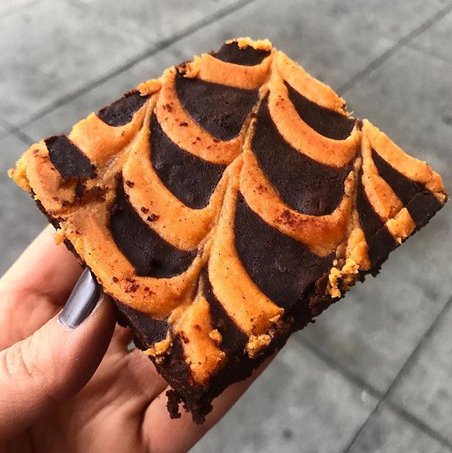 Gluten-free sweet potato chocolate brownies! . . #glutenfreesf #glutenfreedesserts #hotspud #hotspudsf #sweetpotato . . 📷 @thehungryturk