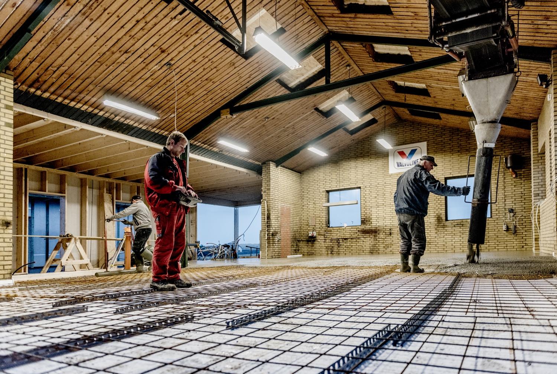 Concreting-the-new-floor-in-the-garage_Ørhagevej-84.jpg