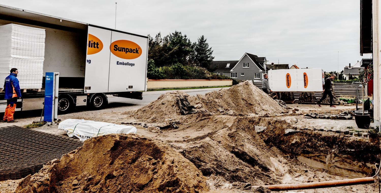 New-materials-arriving_Ørhagevej-84.jpg