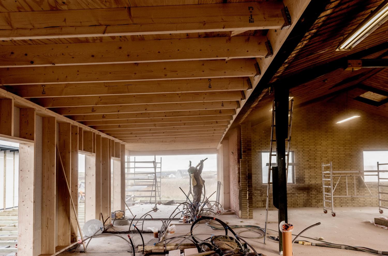 Sandblasting-inside-the-old-building_Ørhagevej-84.jpg
