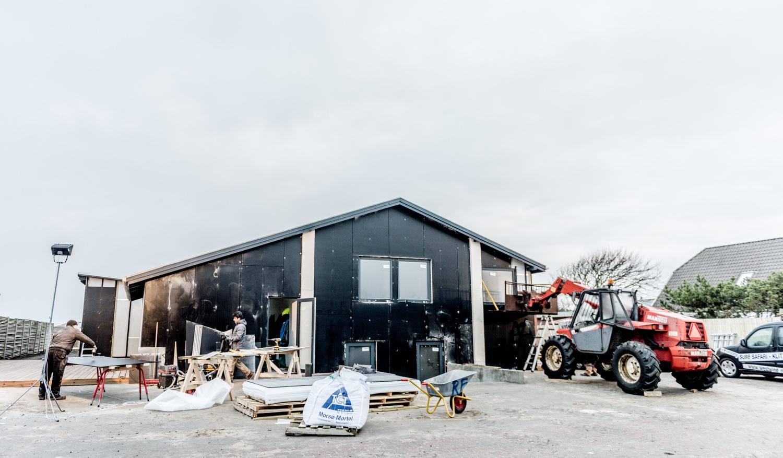 Setting-up-new-facade-panels_Ørhagevej-84.jpg