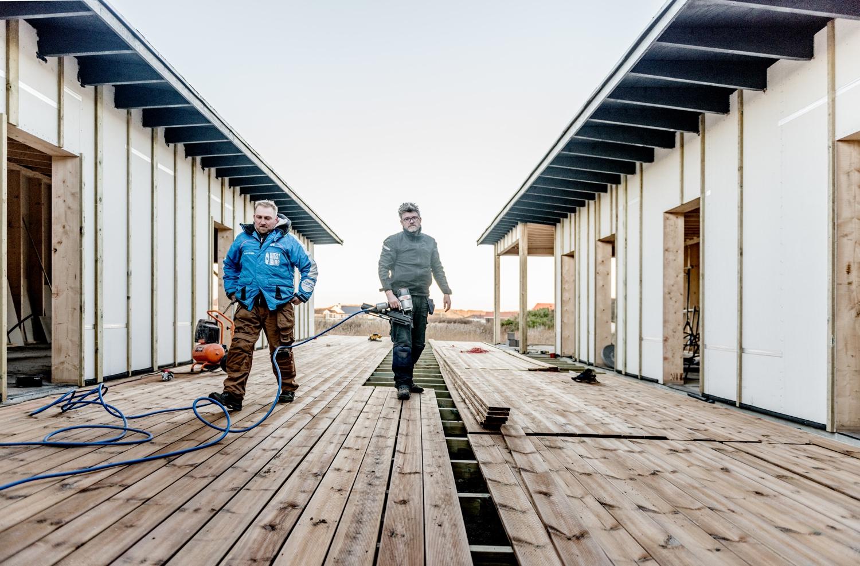 Fejerskov-and-Johnsen-decking-the-new-terrace_Ørhagevej-84.jpg