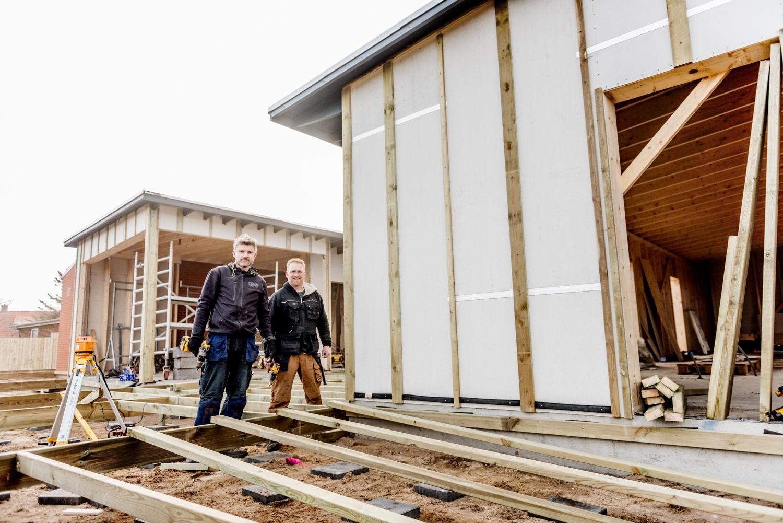 Fejerskov-and-Johnsen-making-the-new-terrace_Ørhagevej-84.jpg