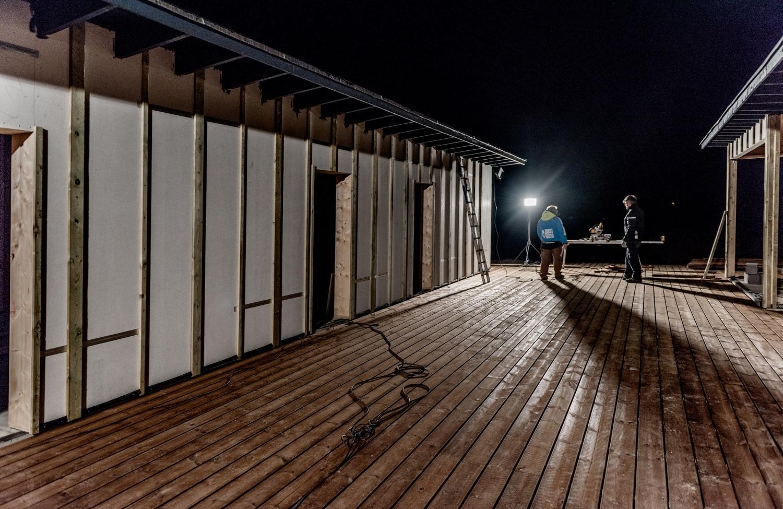 Finishing-the-new-terrace_Ørhagevej-84.jpg