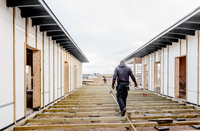 Johnsen-making-the-new-terrace_Ørhagevej-84.jpg