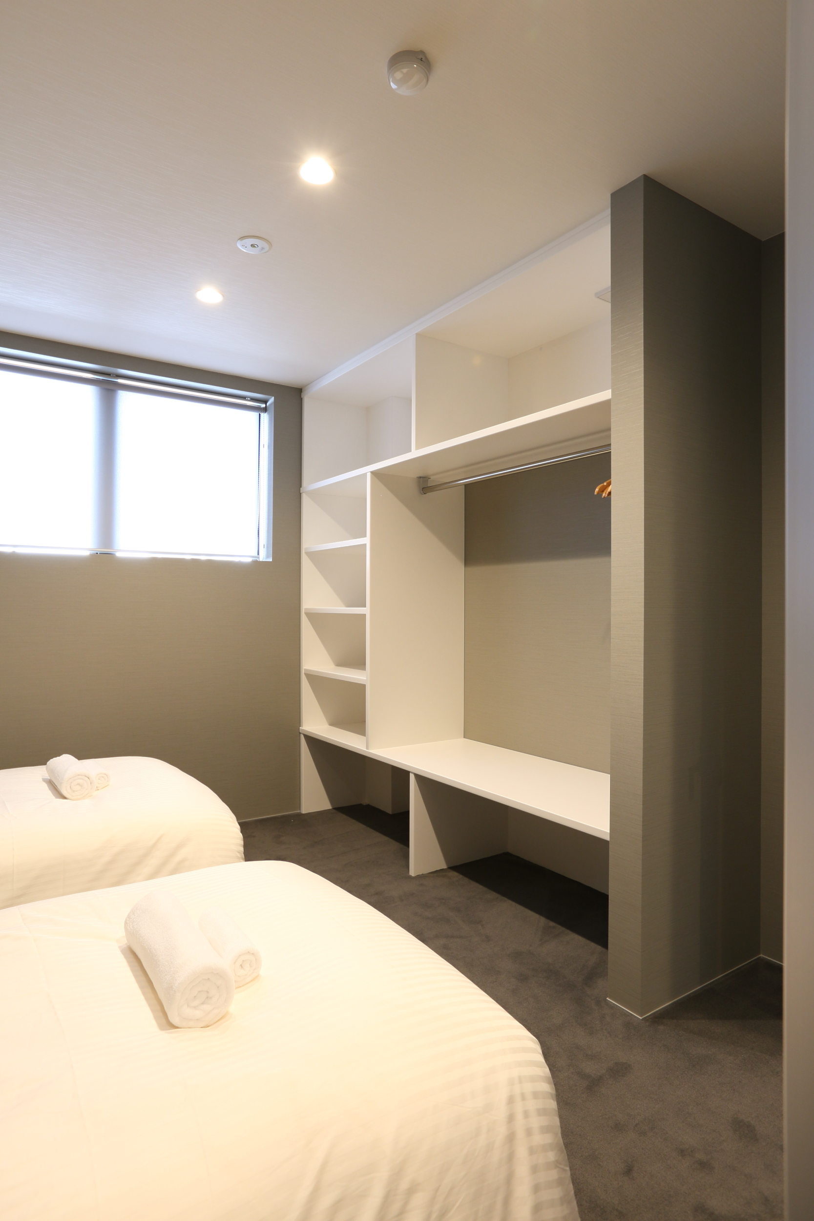 bluebird apartments closet.jpg