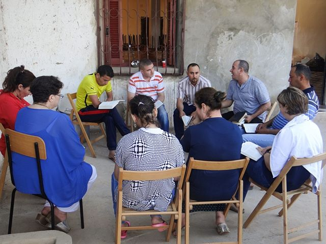 #MissionsMotivationMonday #missions #missionary #jesusfollower #OMInternational #church #Algeria ˙ Algerians for Missions, Youssef and Hee Tee's new ministry passion, aims to send out 1,000 Algerians for missions by 2025 within Algeria and beyond. By the end of 2018, Youssef reported that 130 Algerians had already been sent on short-term trips. ˙ Read more at http://qoo.ly/xr8dm 1,000 Muslim Background Missionaries