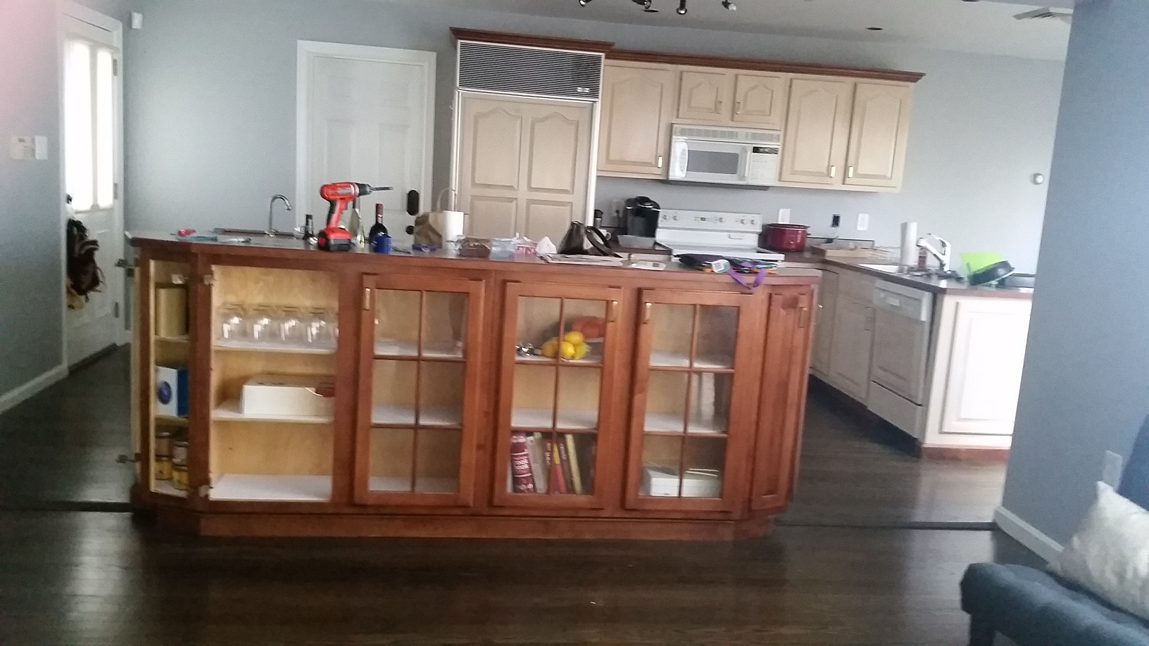 Here's a before picture of the kitchen. Nice, right?