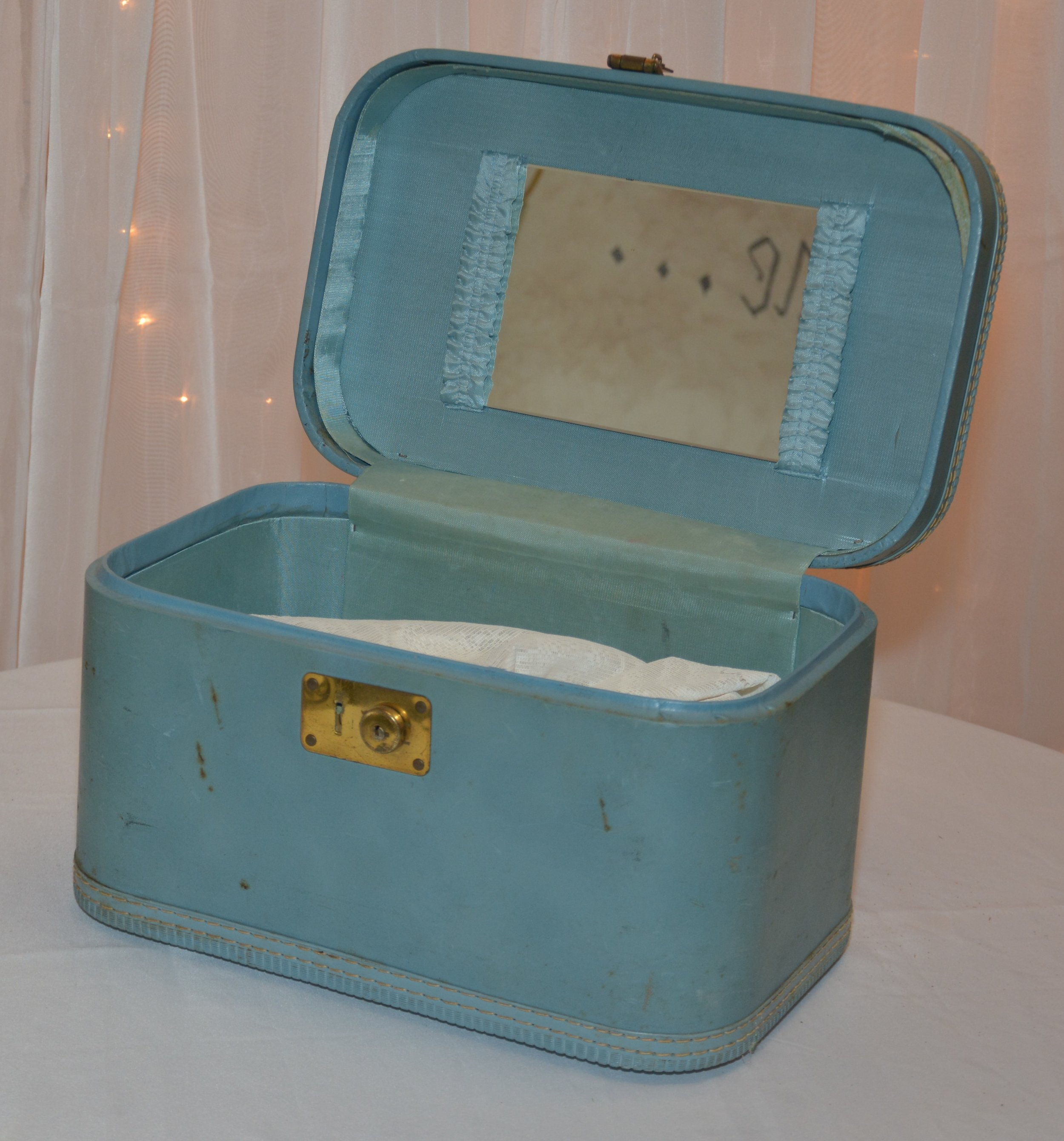 Blue Traincase.JPG