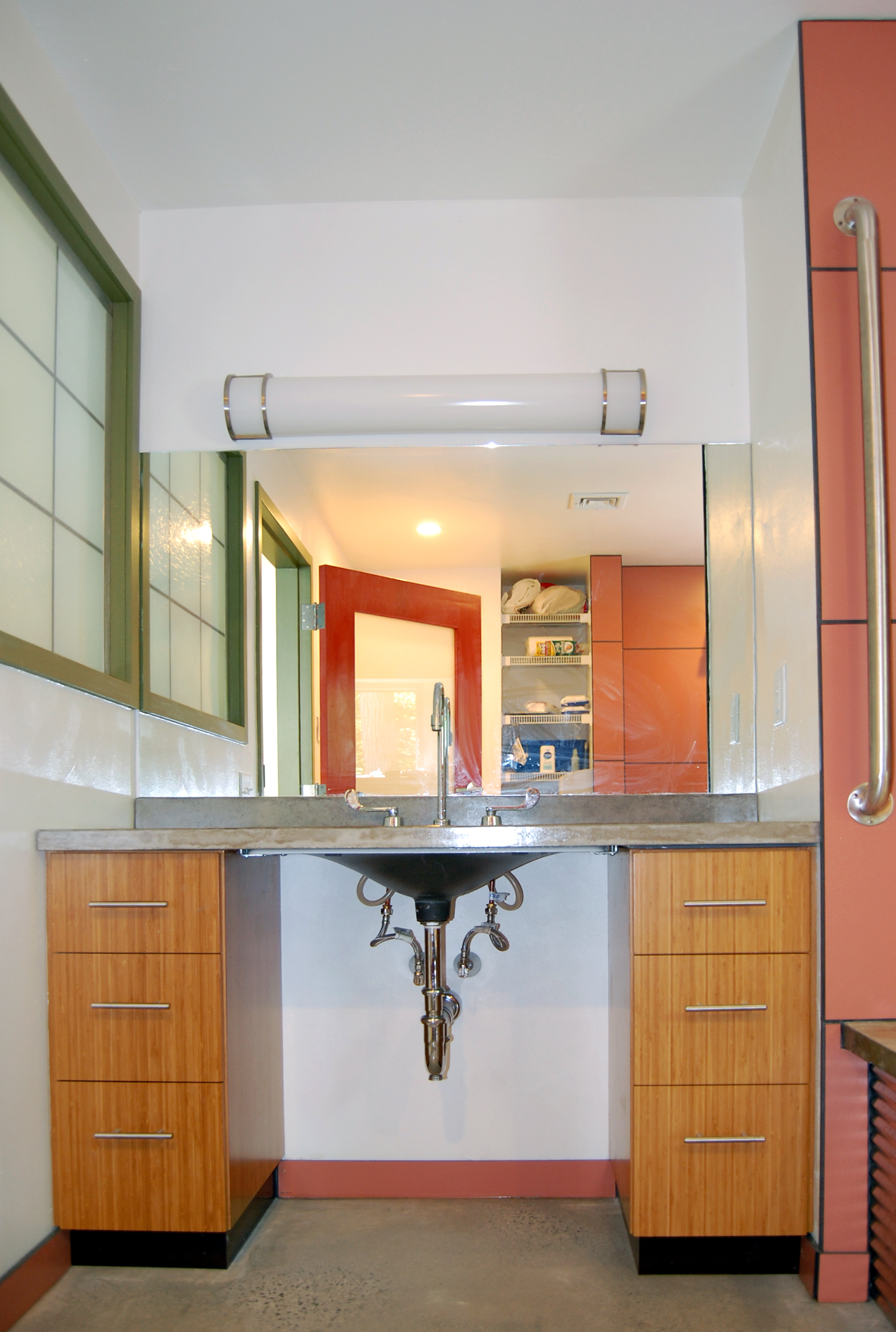 Lonchay bathroom 3.JPG