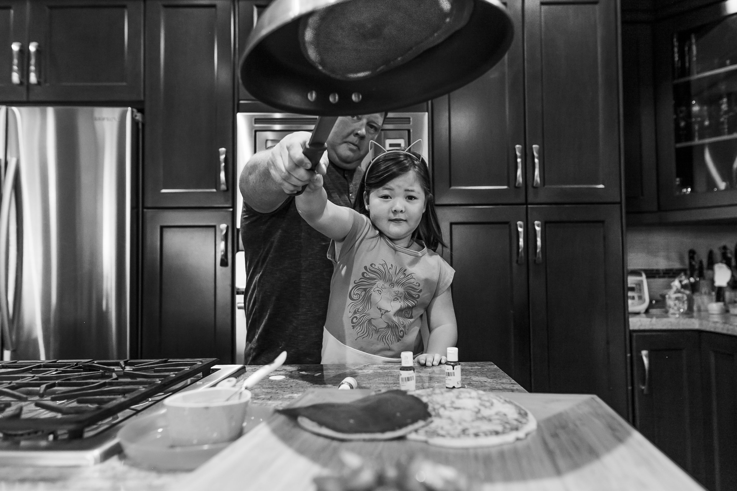 Surrey Family photographer. Vancouver family photographer, klutch Photography, documentary photography, candid photography, flipping pancakes with dad