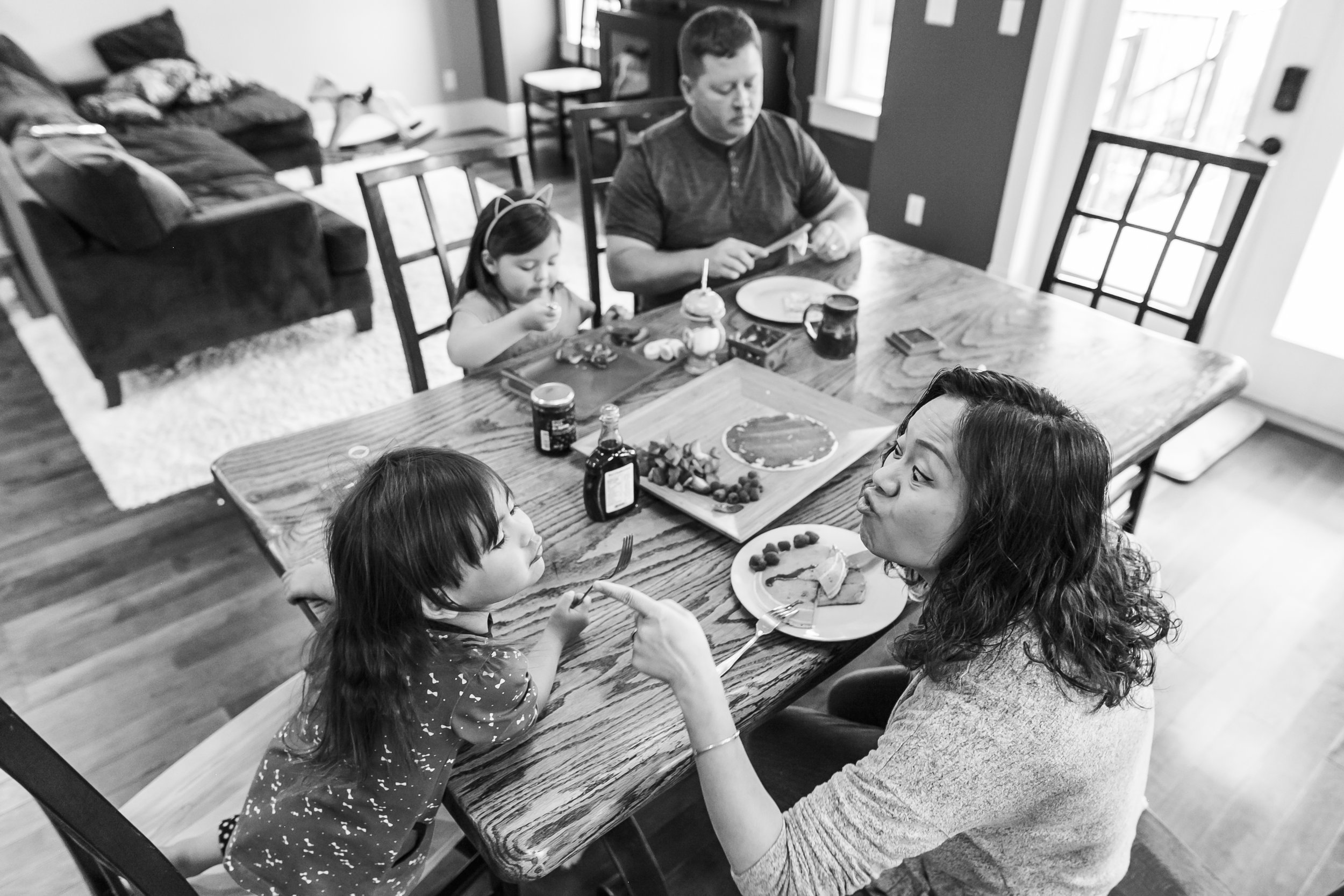 Surrey Family photographer. Vancouver family photographer, klutch Photography, documentary photography, candid photography, parents getting breakfast