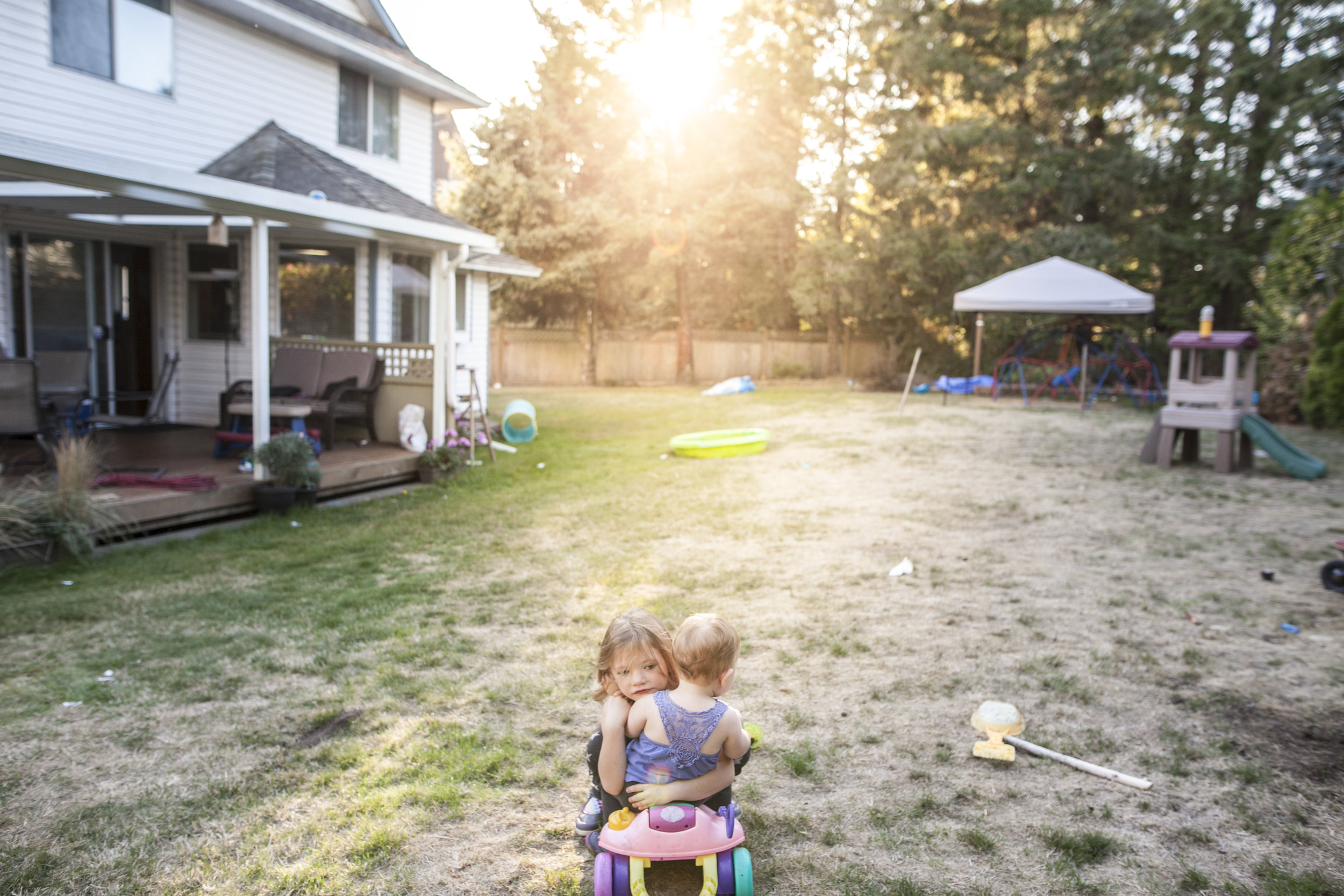 Surrey Family photographer. Vancouver family photographer, klutch Photography, documentary photography, candid photography, sister cuddles