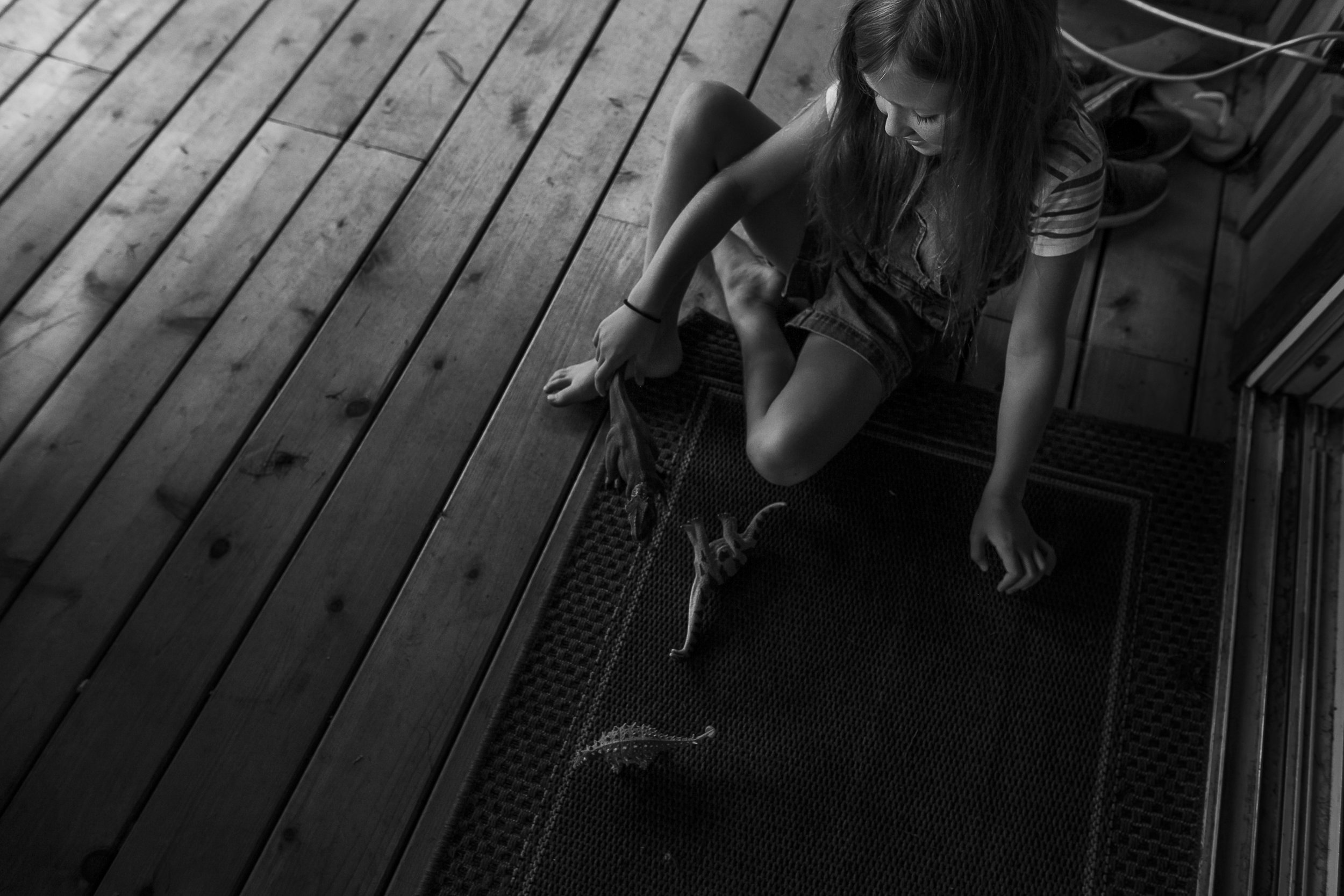Surrey Family photographer. Vancouver family photographer, klutch Photography, documentary photography, candid photography, girl playing with toys