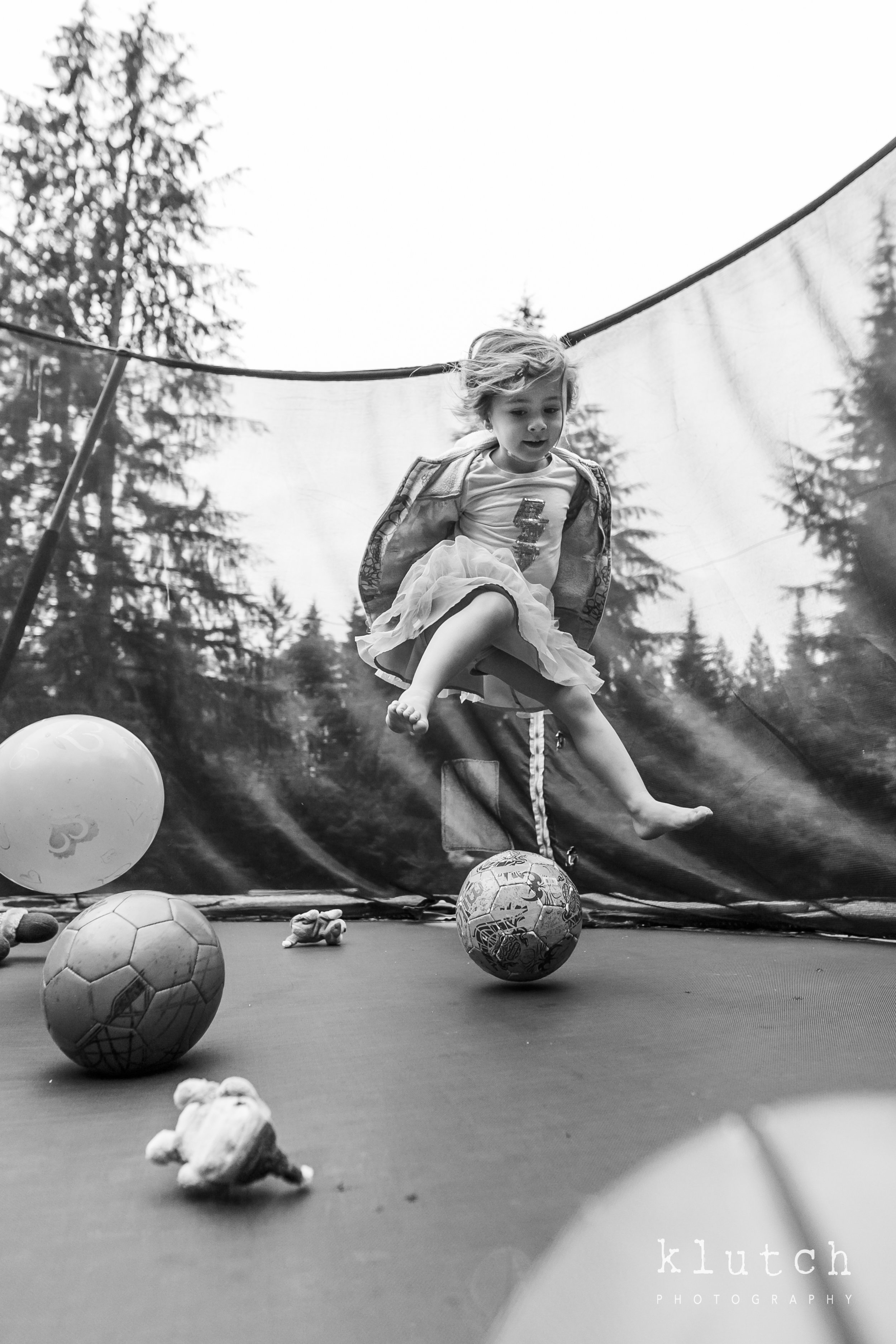 Surrey Family Photographer. Vancouver family photographer, klutch Photography, documentary photography, Vancouver documentary photographer, candid photography, lifestyle photographer, a day in the life session, family photography, Vancouver Photographer, Surrey Family Photographer, White Rock family Photographer, Dina Ferreira Stoddard, girl bouncing with balls on trampoline-0003.jpg