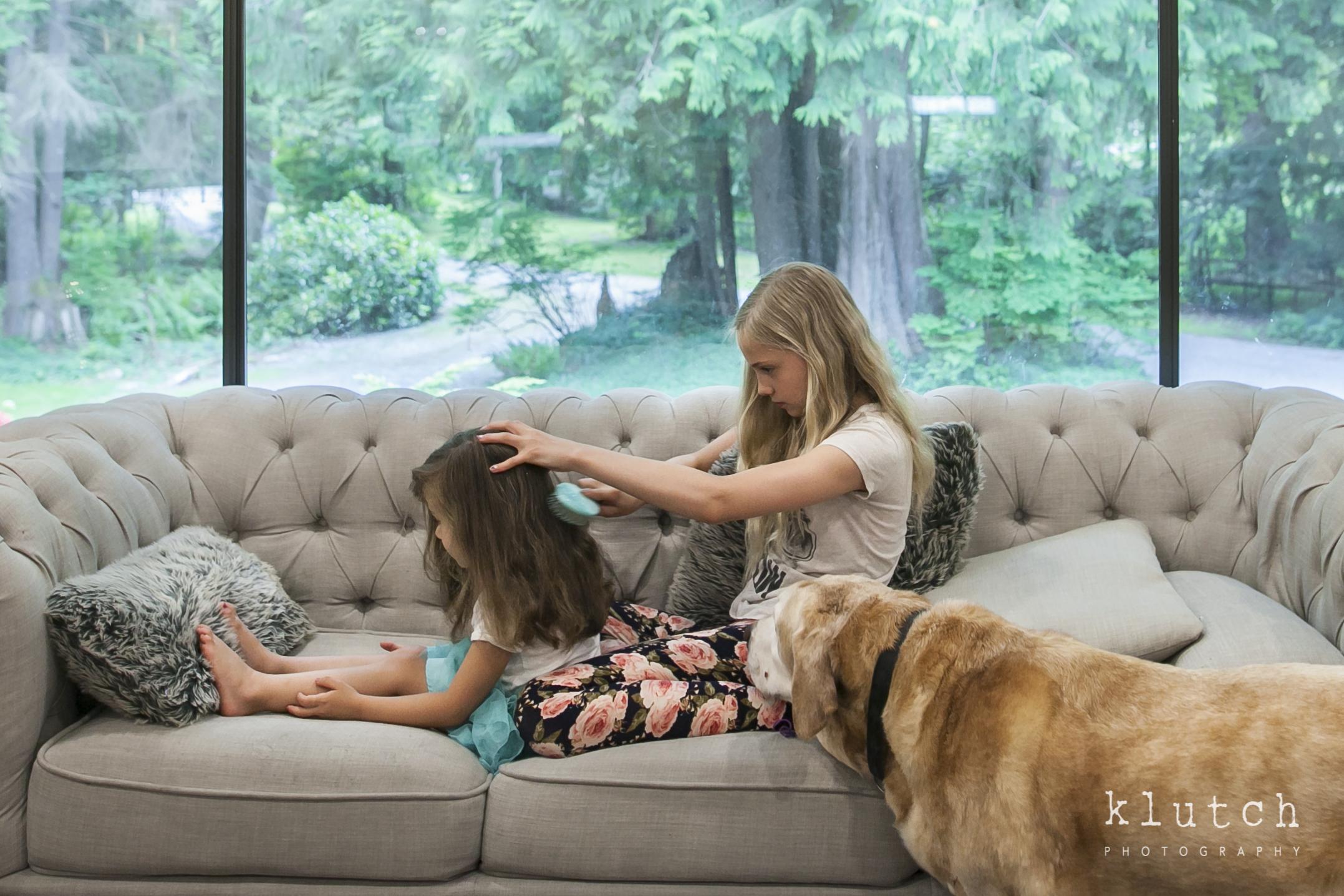 sisters combing hair-9794.jpg