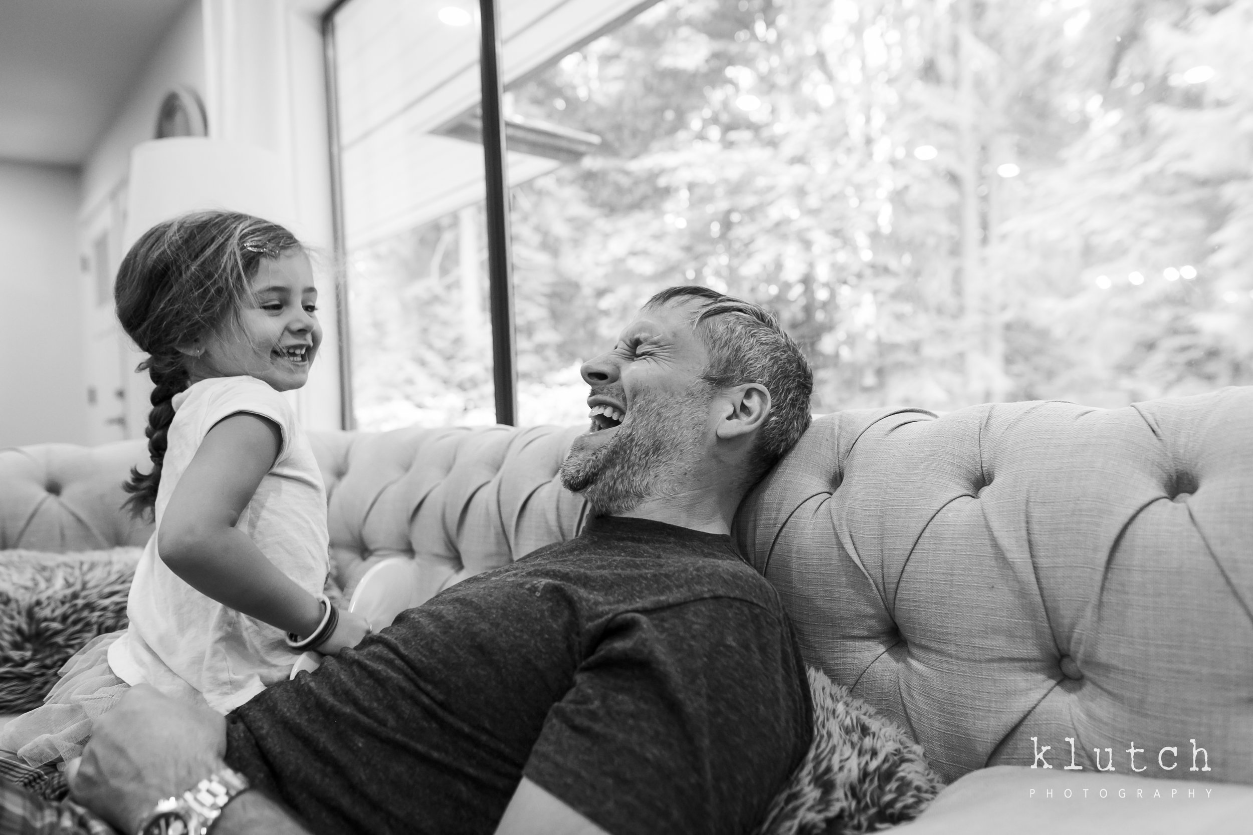 Surrey Family Photographer. Vancouver family photographer, klutch Photography, documentary photography, Vancouver documentary photographer, candid photography, lifestyle photographer, a day in the life session, family photography, Vancouver Photographer, Surrey Family Photographer, White Rock family Photographer, Dina Ferreira Stoddard, dad and daughter laughing-9858.jpg