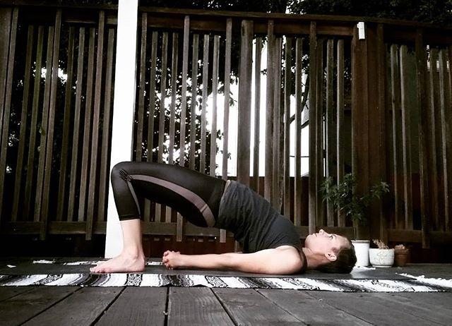 Day 6 is a backbend! Here is half wheel, or bridge. #risetoarc #yogaforcharity #arcfitnessproject . . 💖Hosts:@lifeonamat @renee__garcia @chelmili @allysonseals @gabygabgabs @simonagyoga @yogacorefit @froggykaikkonen . 🎁  Sponsors: @arcfitnessproject @theyogaphotographyjournal @hint . . . ✨#yogachallenge#yogaambassador#yogaforkids#yogaforacause#sfyogi#sfyoga#yogaforall#bayareayoga#bayareayogi