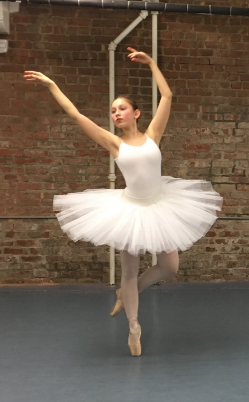 Pazit rehearsing a pointe variation in 2016