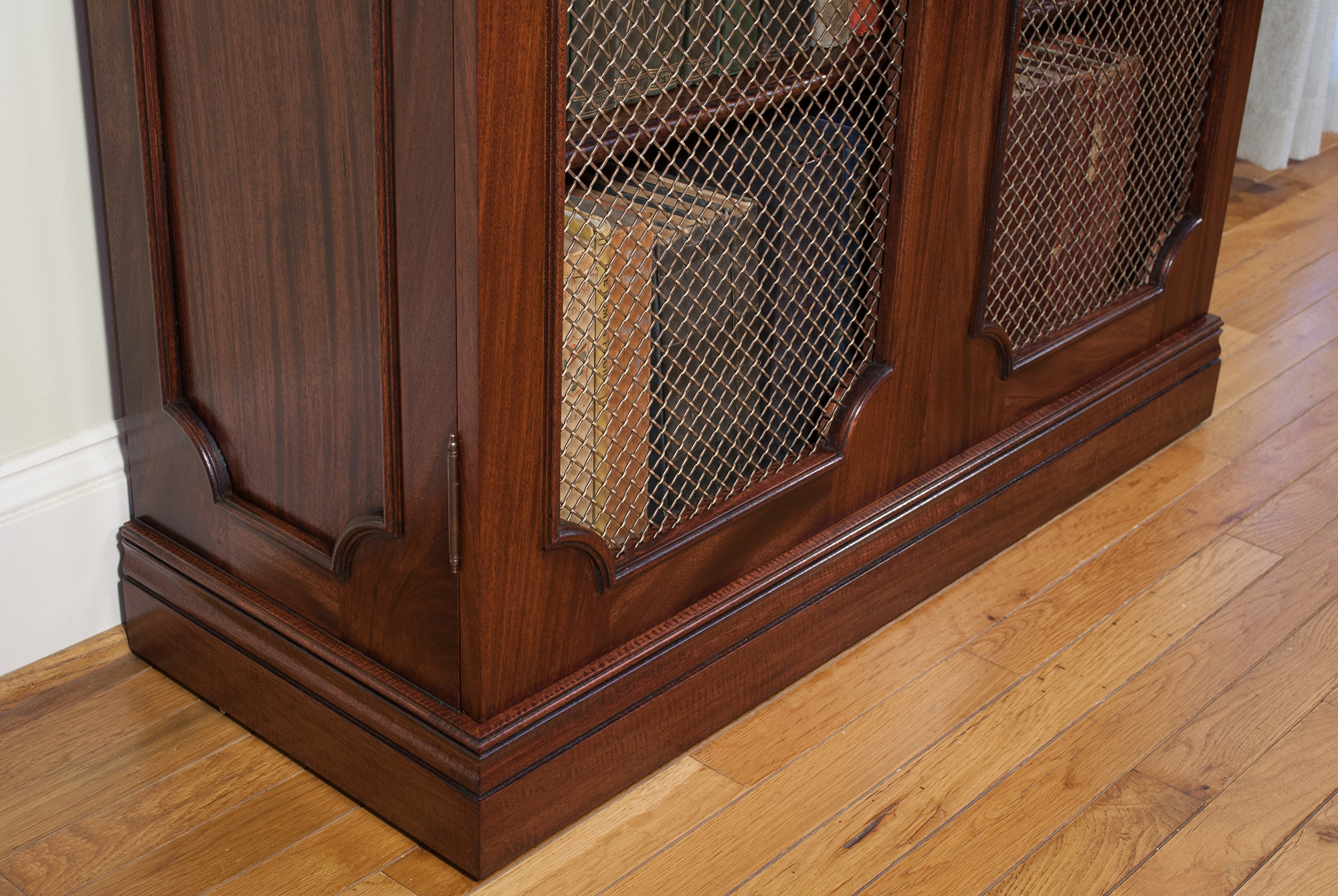 Traditional-Bookcase-Bras-Grille.jpg