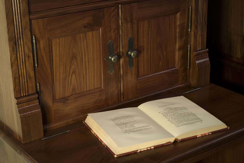 Traditional-Walnut-Bookcases-Doors.jpg