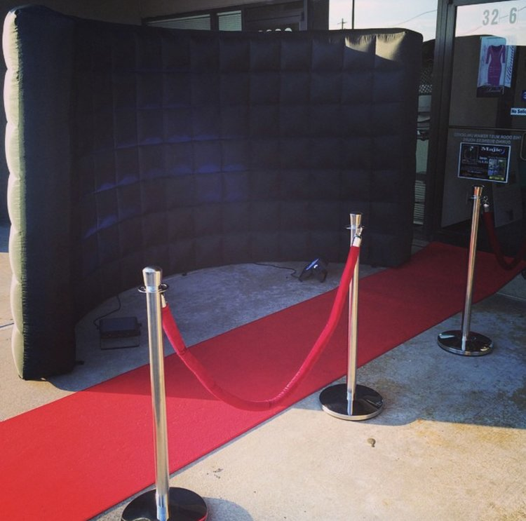 RED CARPET SET UP INCLUDES 4X10 RED CARPET, RED VELVET ROPE & STANCHIONS - (BLACK INFLATABLE BACKDROP IS ADDITIONAL)