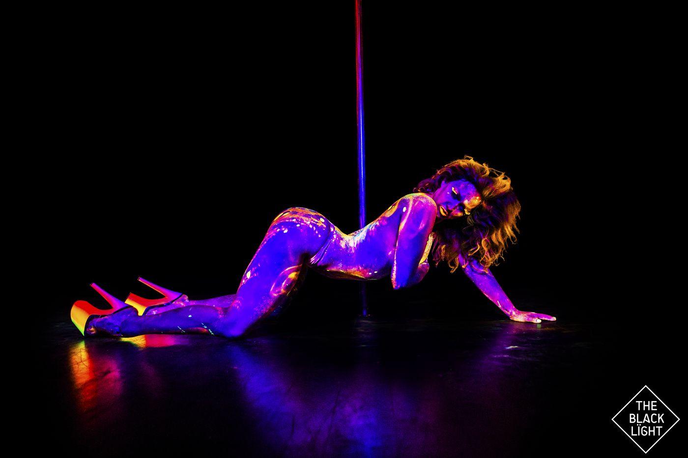 The Black Light - Magda Neon 3511 small.jpg