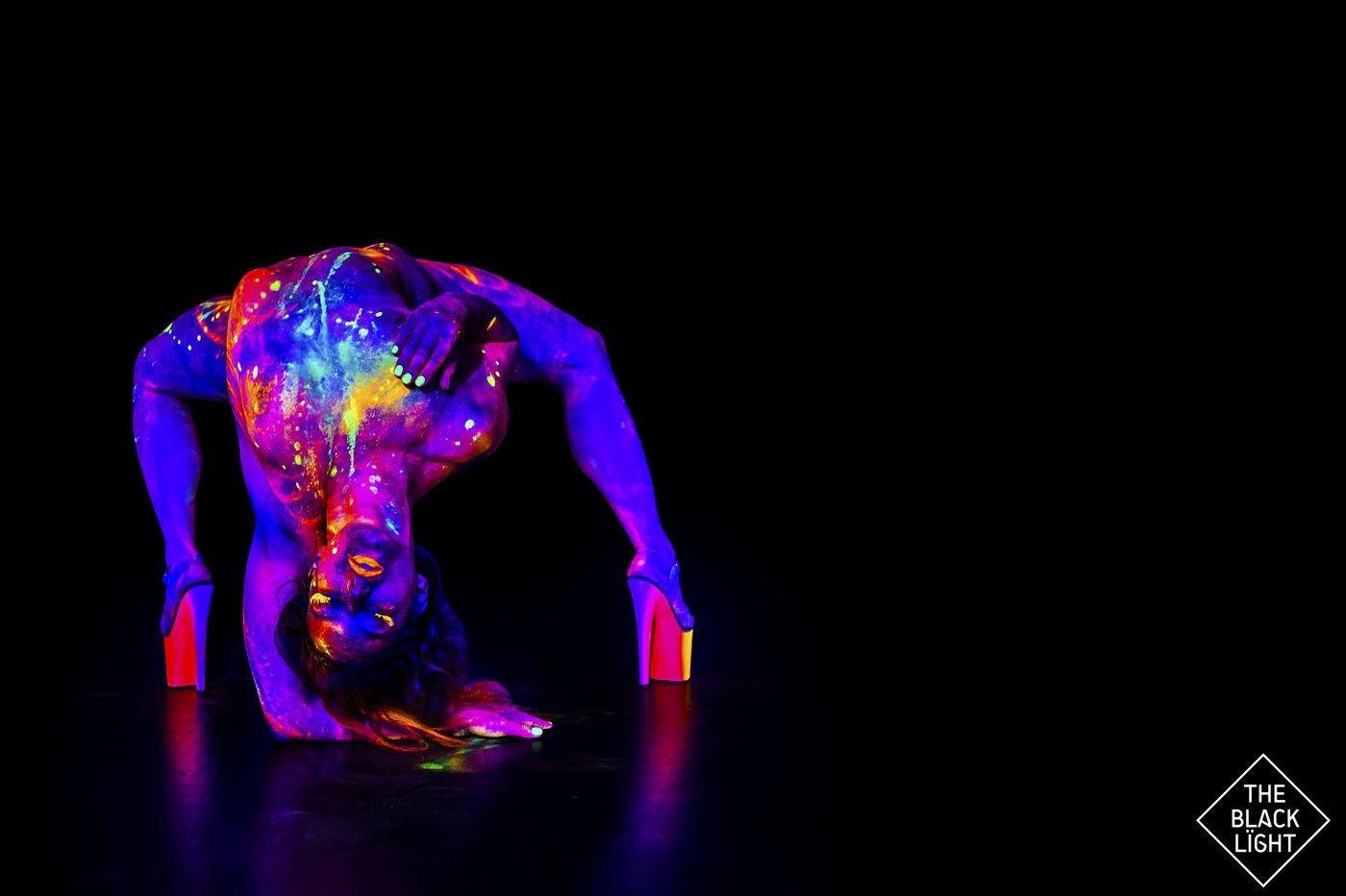 The Black Light - Magda Neon 3940 small.jpg