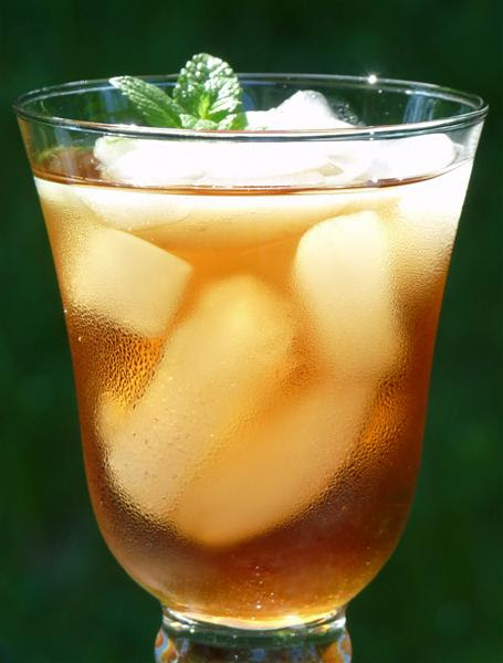 Easy Sweet Tea Ice Iced - ButterYum. how to make southern-style sweet tea. how to make southern sweet tea.  how to add mint to iced tea.  how to make iced tea.  homemade sweet tea recipe.  southern sweet tea recipe.
