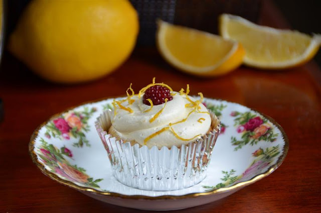 lemon cupcakes with french vanilla butterream - butteryum.  how to make french cupcakes.  lemon cupcakes with french buttercream recipe.