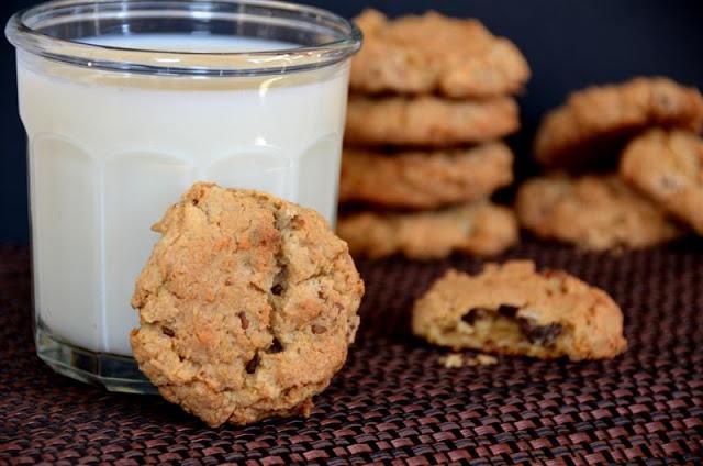 arizona chocolate chiop cookies - butteryum. arizona recipes. cookie recipe from arizona. coconut, oatmeal, and chocolate chip cookies.