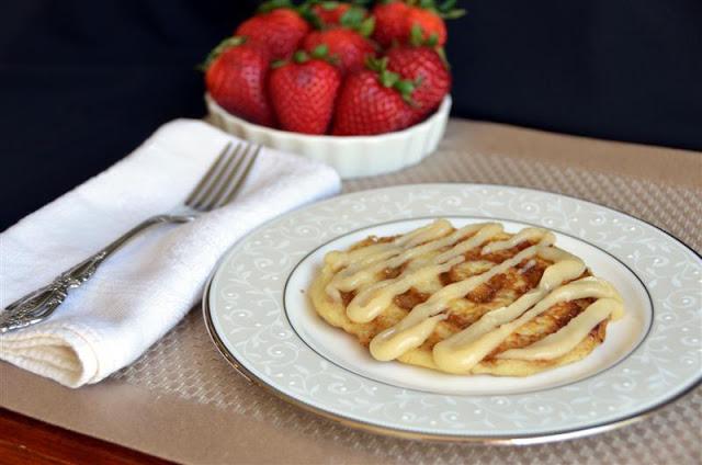 cinnamon roll pancakes - ButterYum. how to make cinnamon swirls pancakes.